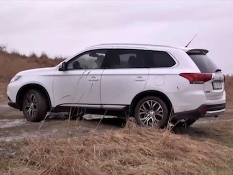 Video test Mitsubishi Outlander 2,2 DI-D a S AWC