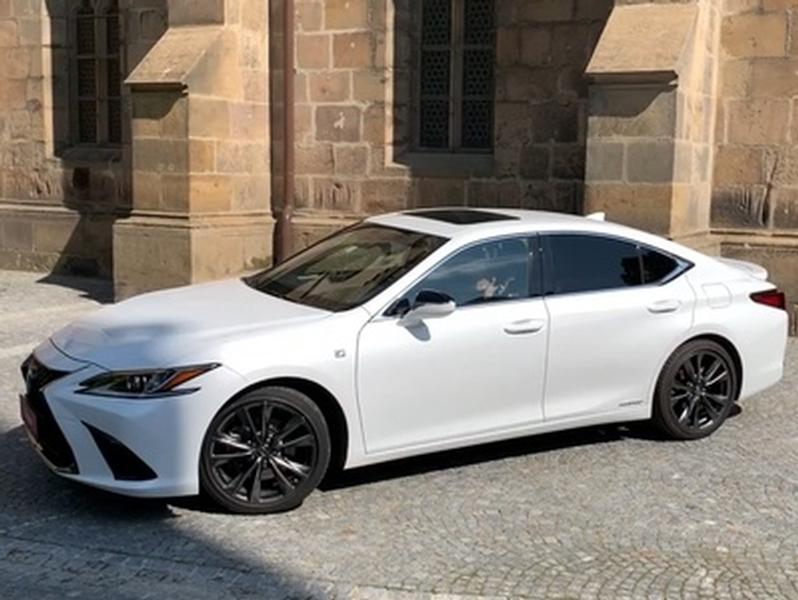 Video test Lexus ES 300h